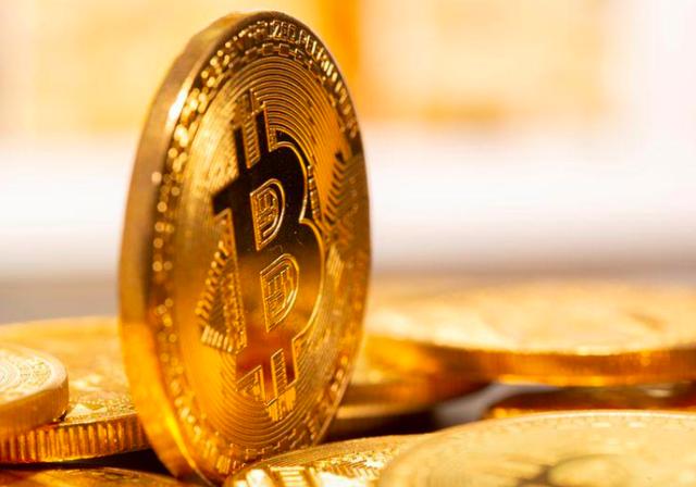 Bitcoin chạm mốc 53.000 USD, vốn hoá gần 1.000 tỷ USD
