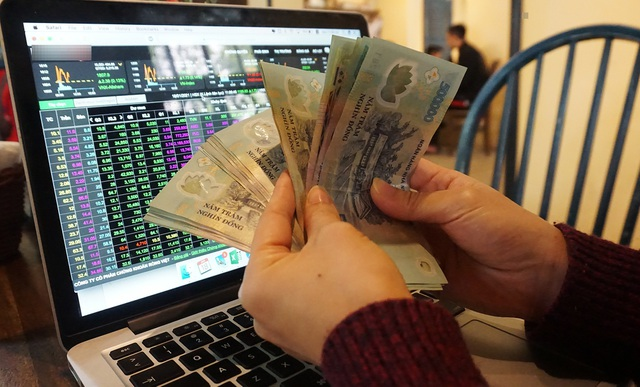 Bitcoin trong cơn điên tăng giá, cho chứng khoán và vàng hít khói - 1