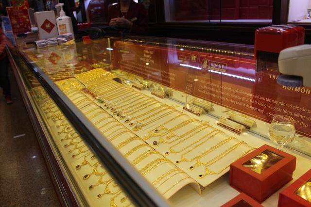 Giá vàng sụt giảm, người mua vàng Thần Tài đã lỗ 750.000 đồng/lượng
