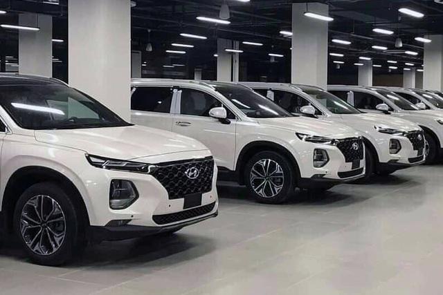 Hyundai SantaFe giảm giá 85 triệu tại đại lý để xả hàng - 1