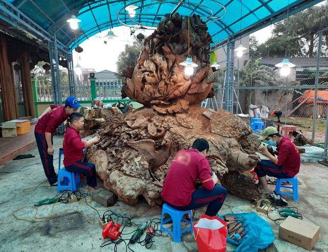 Choáng ngợp với bình hồ lô bằng gỗ, nặng 6 tấn độc nhất Việt Nam - 3