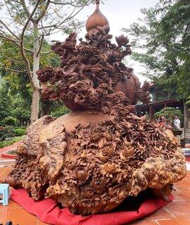 Choáng ngợp với bình hồ lô bằng gỗ, nặng 6 tấn độc nhất Việt Nam