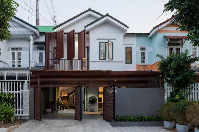 Nhà cũ bí bách ở Kiên Giang lột xác bằng cách... cắt đôi không gian - 2