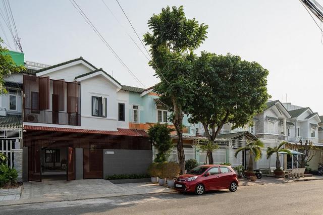 Nhà cũ bí bách ở Kiên Giang lột xác bằng cách... cắt đôi không gian - 15