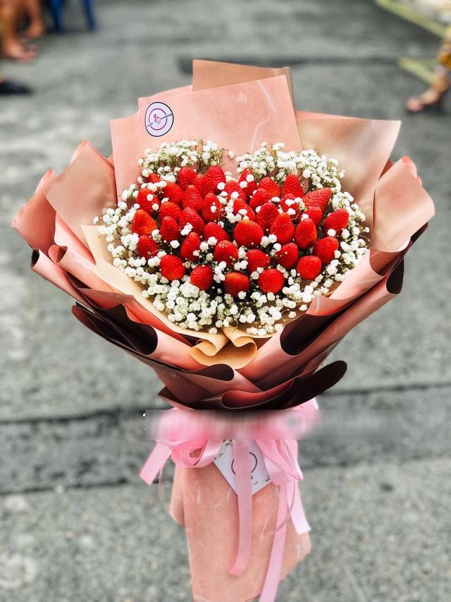 Bỏng tay với bó hoa dâu tây siêu lạ, ngắm đẹp, ăn ngon dịp 8/3 - 1