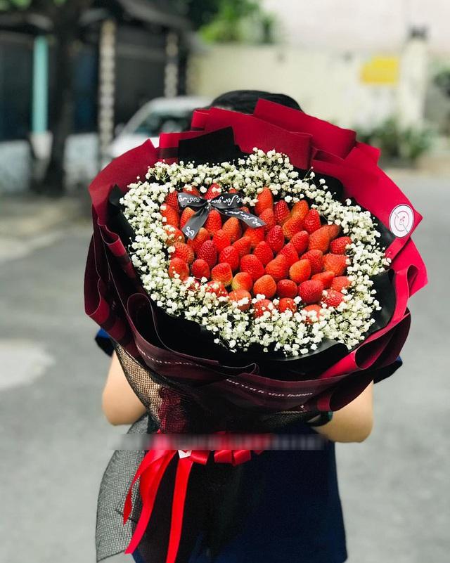 Bỏng tay với bó hoa dâu tây siêu lạ, ngắm đẹp, ăn ngon dịp 8/3 - 2