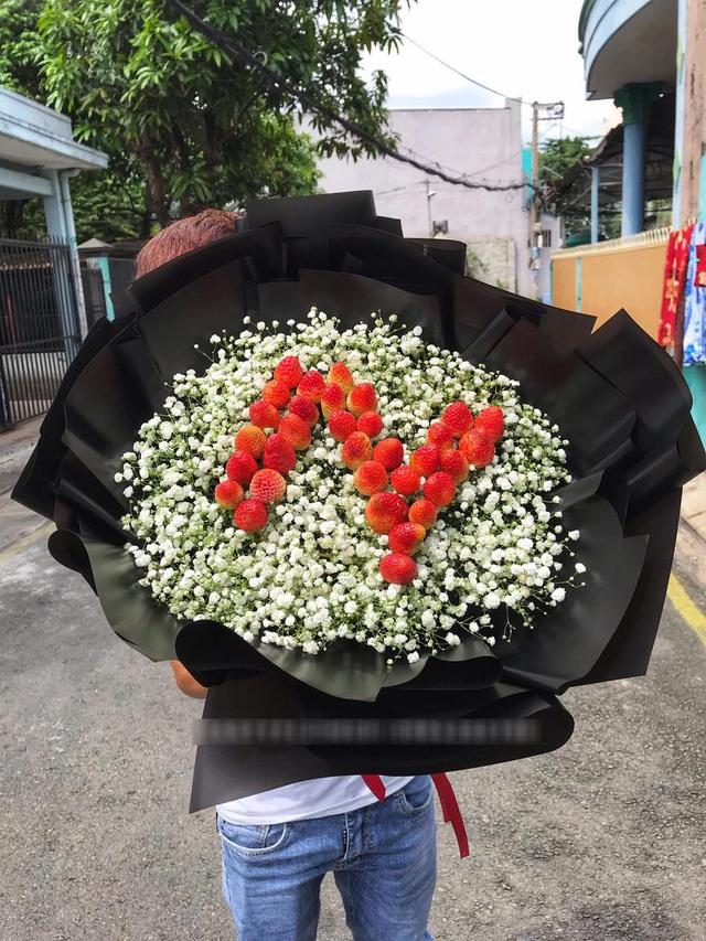 Bỏng tay với bó hoa dâu tây siêu lạ, ngắm đẹp, ăn ngon dịp 8/3 - 3