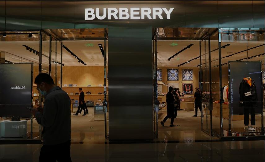 Thương hiệu xa xỉ Burberry bị tẩy chay ở Trung Quốc