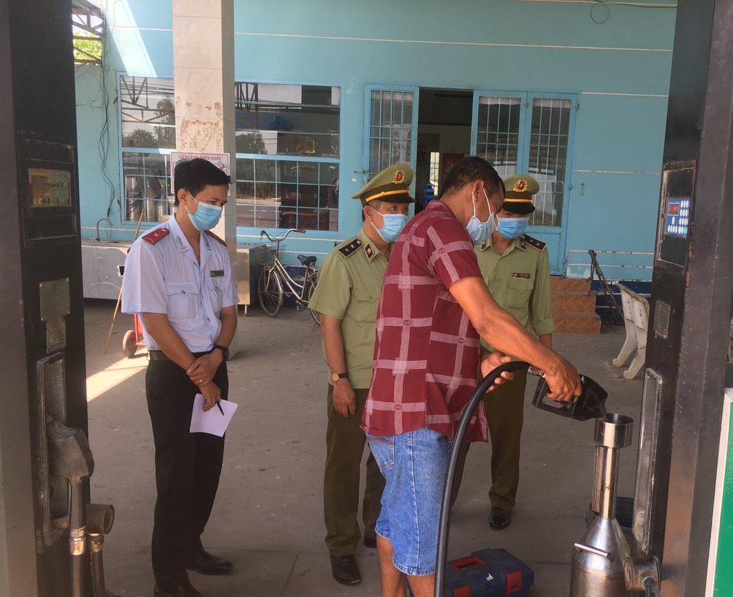 Phát hiện hàng chục nghìn lít xăng không đảm bảo chất lượng tại Tiền Giang