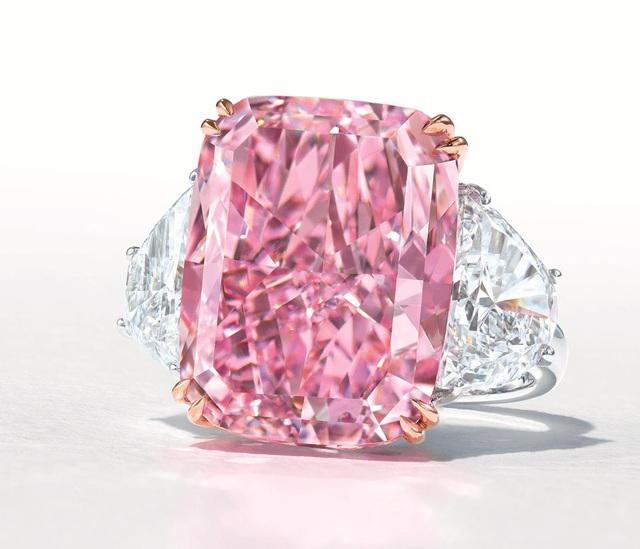 Viên kim cương hồng tím cực hiếm sắp được bán với giá 38 triệu USD - 1