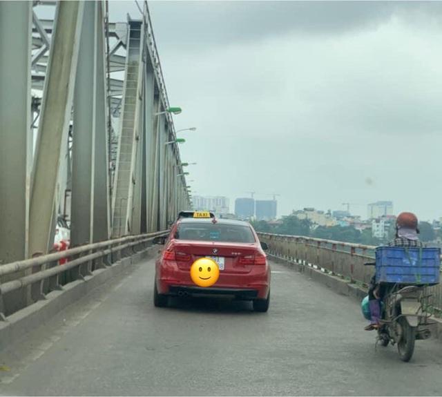 Xe sang BMW gắn mào taxi trên đường phố Hà Nội khiến dân mạng xôn xao - 1