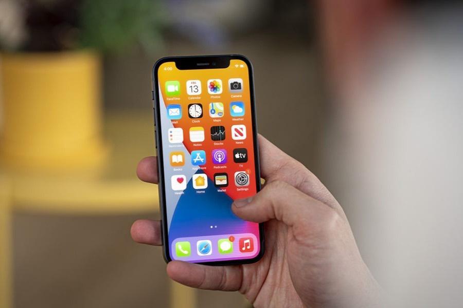 Đại lý đua nhau xả hàng, giá bán iPhone 12 Mini
