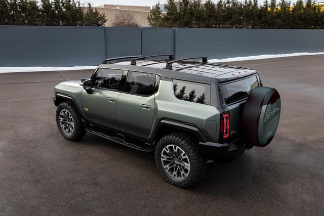 Hummer EV SUV mỗi lần sạc điện chạy được gần 500km - 32