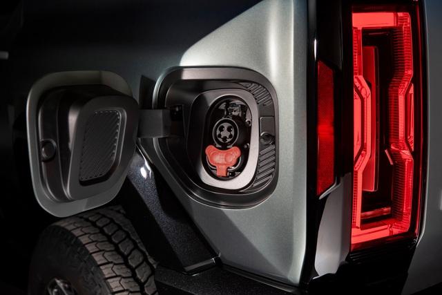 Hummer EV SUV mỗi lần sạc điện chạy được gần 500km - 33