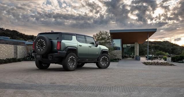 Hummer EV SUV mỗi lần sạc điện chạy được gần 500km - 37