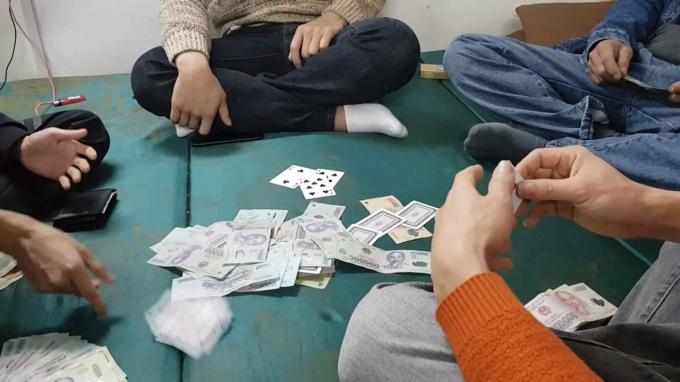 Xử nghiêm lãnh đạo Chi cục Thuế Quảng Trị xếp bàn tròn đánh bạc