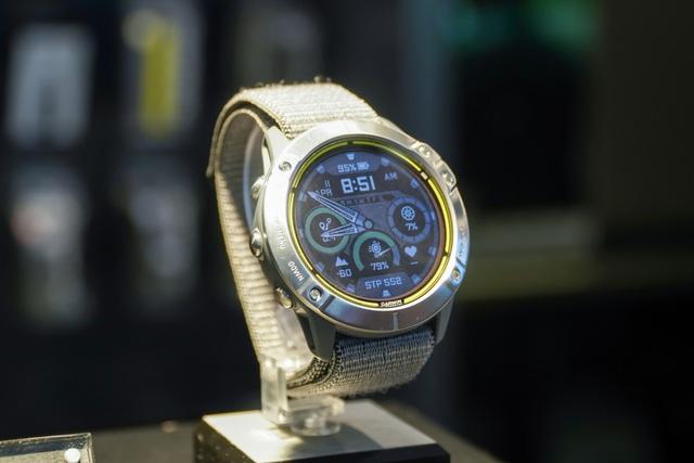 Smartwatch pin 65 ngày, giá 20 triệu đồng về Việt Nam - 1