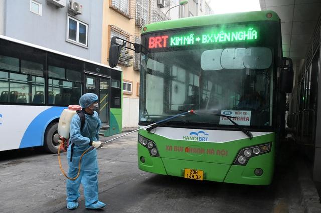 """Doanh thu lao dốc mạnh, buýt Hà Nội """"đứng ngồi không yên"""""""