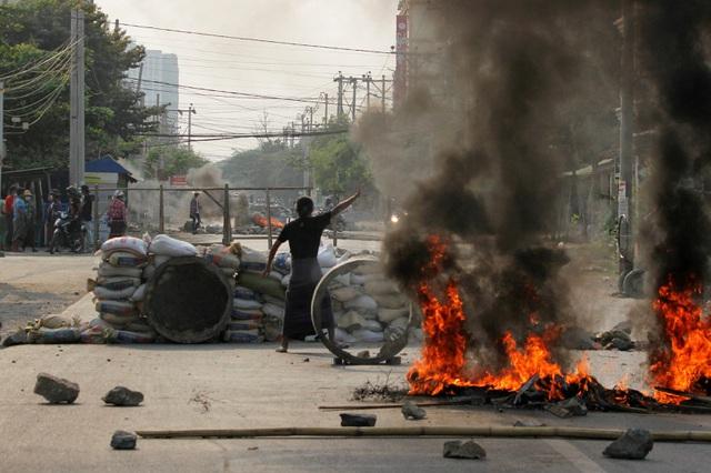 Mỹ giáng thêm đòn trừng phạt vào túi tiền của quân đội Myanmar - 1
