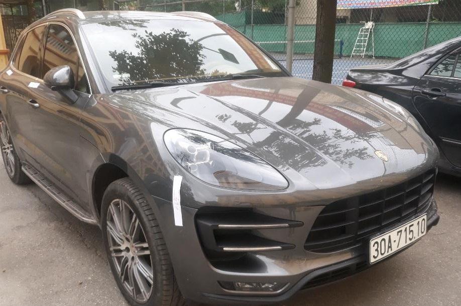 Hà Nội: Truy tìm tài xế xe Porsche Macan mang biển số