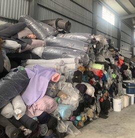 Thu giữ hàng chục tấn vải các loại không rõ nguồn gốc tại Long An