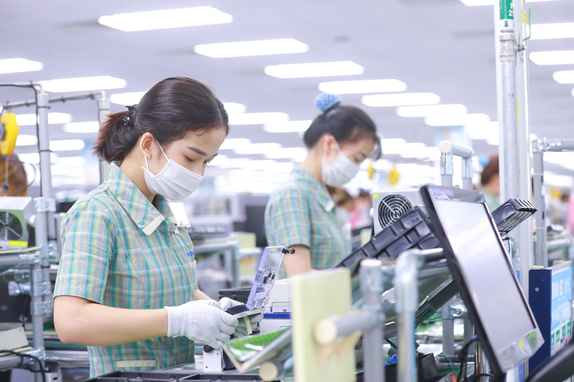 Bốn tháng qua, hơn 12,25 tỷ USD vốn ngoại đổ vào Việt Nam