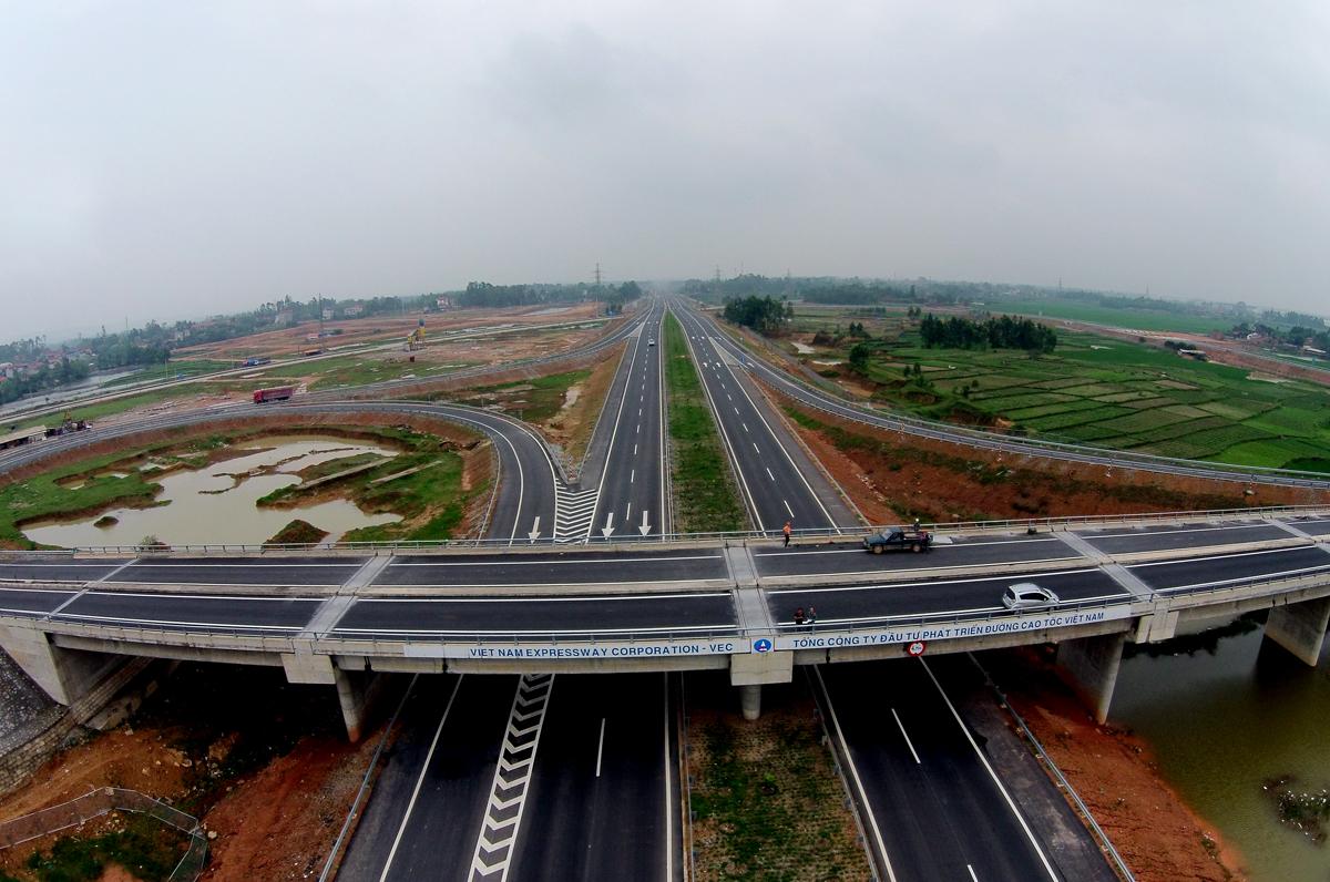 Bộ Tài chính trần tình về thu phí đường bộ cao tốc do Nhà nước đầu tư