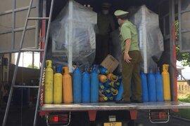 Bắt giữ xe tải vận chuyển số lượng lớn khí cười không rõ nguồn gốc xuất xứ