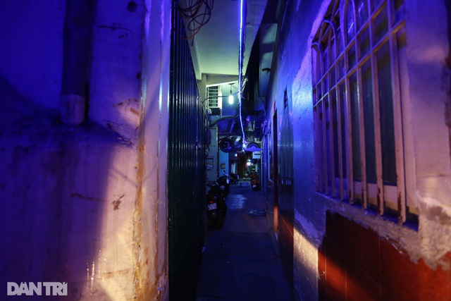 Sau vụ xử phạt karaoke trá hình, loạt phố massage ở TP.HCM đóng cửa im lìm - 9