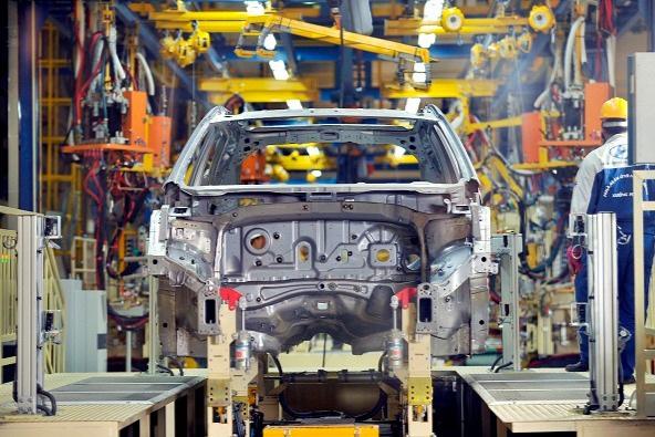 Doanh nghiệp xin giảm 50% phí trước bạ ô tô, Bộ Tài chính nói gì?