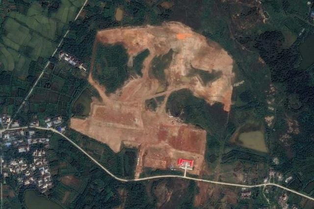 Bí ẩn nhà chứa máy bay kỳ lạ trong căn cứ quân sự Trung Quốc - 1