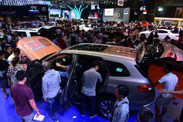 Tháng 5, xe nhập đổ bộ, giá rẻ bất ngờ chỉ dưới 300 triệu đồng mỗi chiếc