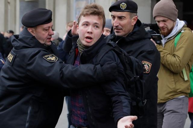 8 nước đề nghị cấm cửa Belarus sau vụ bắt người chấn động trên không - 1