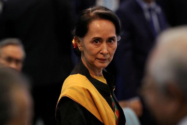 Bà Suu Kyi lên tiếng trong lần đầu trực tiếp hầu tòa  - 1