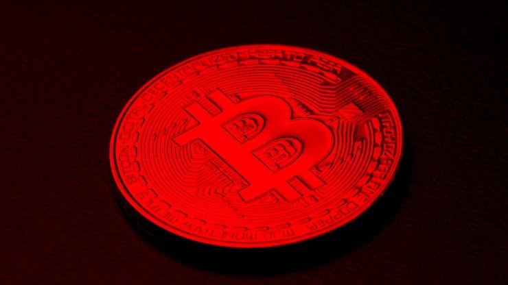 Đà bán tháo tiếp diễn, bitcoin lao nhanh về mốc 33.000 USD