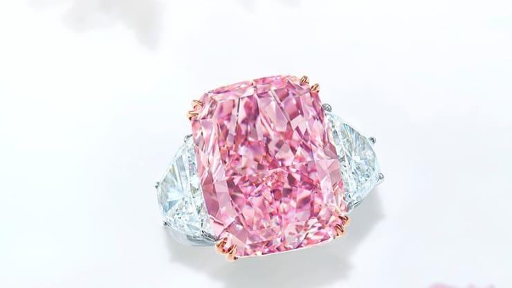 Viên kim cương hồng tím siêu hiếm đã được bán với giá 29,3 triệu USD