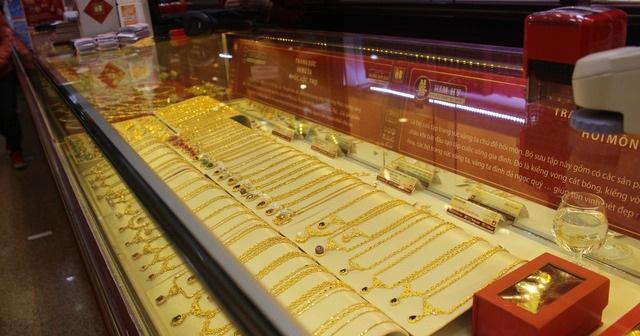 Giá vàng lại tăng vọt lên đỉnh 4 tháng