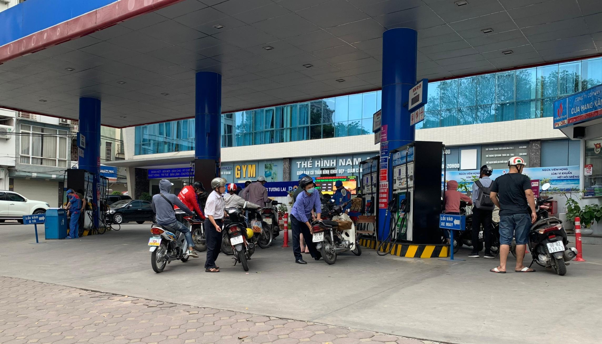 Giá xăng sẽ giảm nhẹ vào ngày mai, đứt chuỗi tăng liên tiếp?