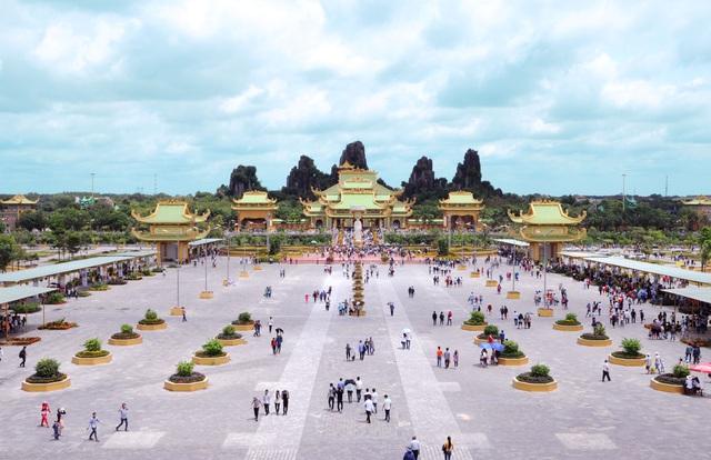 Khối tài sản khủng của vợ chồng bà Nguyễn Phương Hằng, ông Huỳnh Uy Dũng - 2