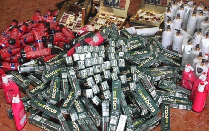 Tạm giữ hàng nghìn sản phẩm mỹ phẩm chưa chứng minh được nguồn gốc hợp pháp