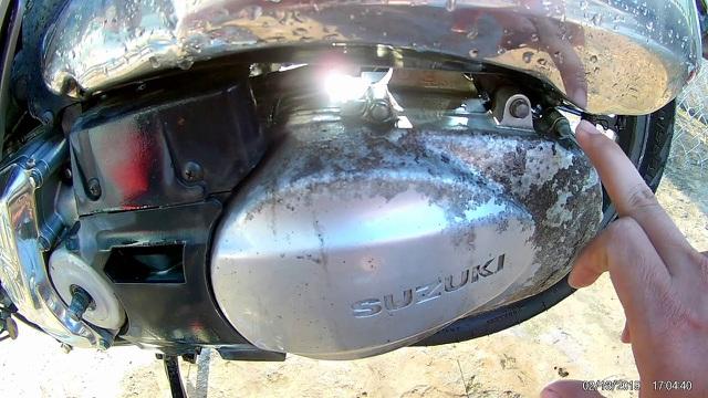 Ốp lốc máy - phụ kiện khiến chủ xe tiền mất, tật mang - 2