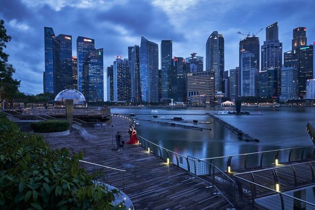 Giới siêu giàu ồ ạt đổ tiền về Singapore, mua cả xe Bentley qua mạng - 1
