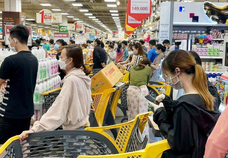 TPHCM đủ hàng hóa, người dân không cần đổ xô đi mua