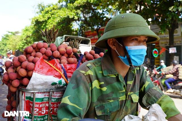 Bắc Giang: Nông dân kêu trời vì giá vải thiều lên xuống thất thường - 6