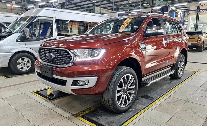 Ford Everest, Mazda CX-8 giảm giá gần 100 triệu trong tháng 6