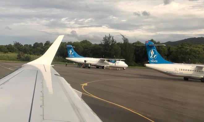 Kiến nghị tạm dừng 6 đường bay chở khách tới Côn Đảo vì lo ngại Covid-19 - 1