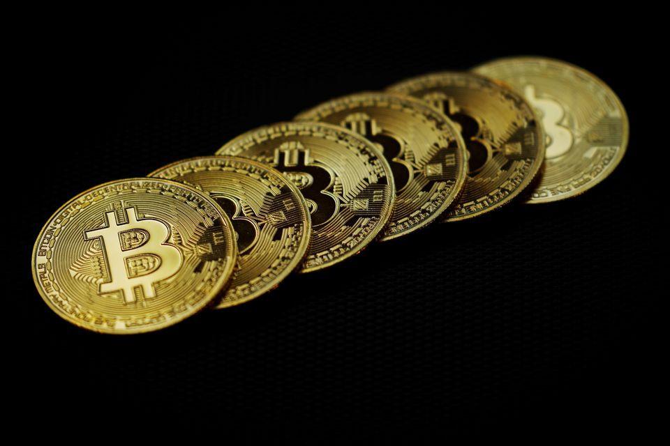 Bitcoin rơi xuống đáy 3 tuần khi Mỹ quản chặt chuyển tiền điện tử