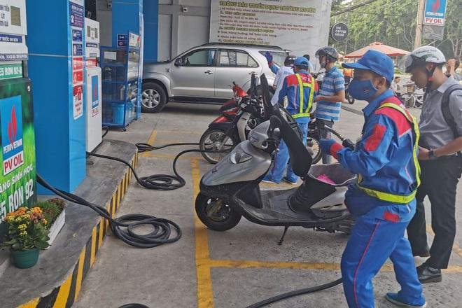 Giá xăng sẽ tăng trở lại vào ngày mai? - 1