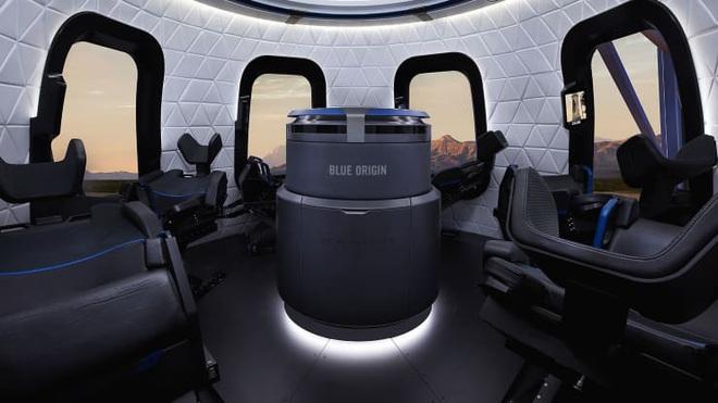 Trả hơn 640 tỷ đồng cho một vé du hành vào vũ trụ cùng tỷ phú Jeff Bezos - 1