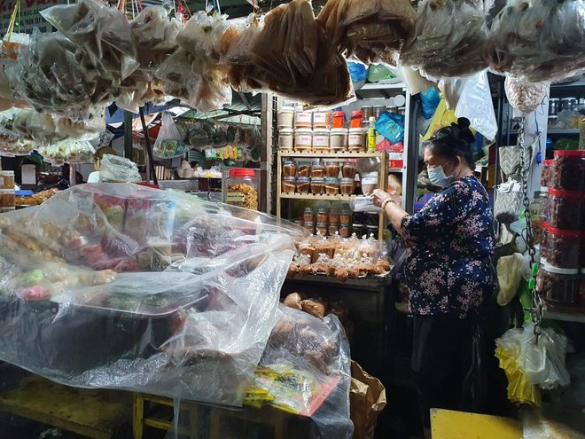 Tiểu thương Sài Gòn vật lộn với dịch dã: Hơn 50 năm chưa từng ế như vậy - 2